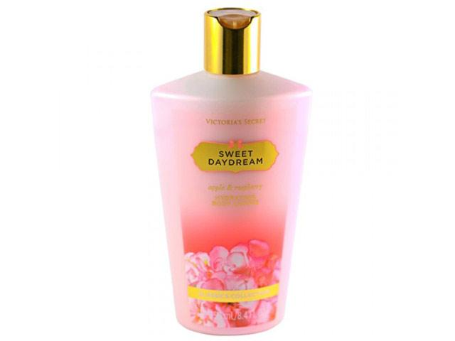 Victoria's Secret Sweet Daydream Body Lotion Apple and Rawsberry Lotion 250 ml